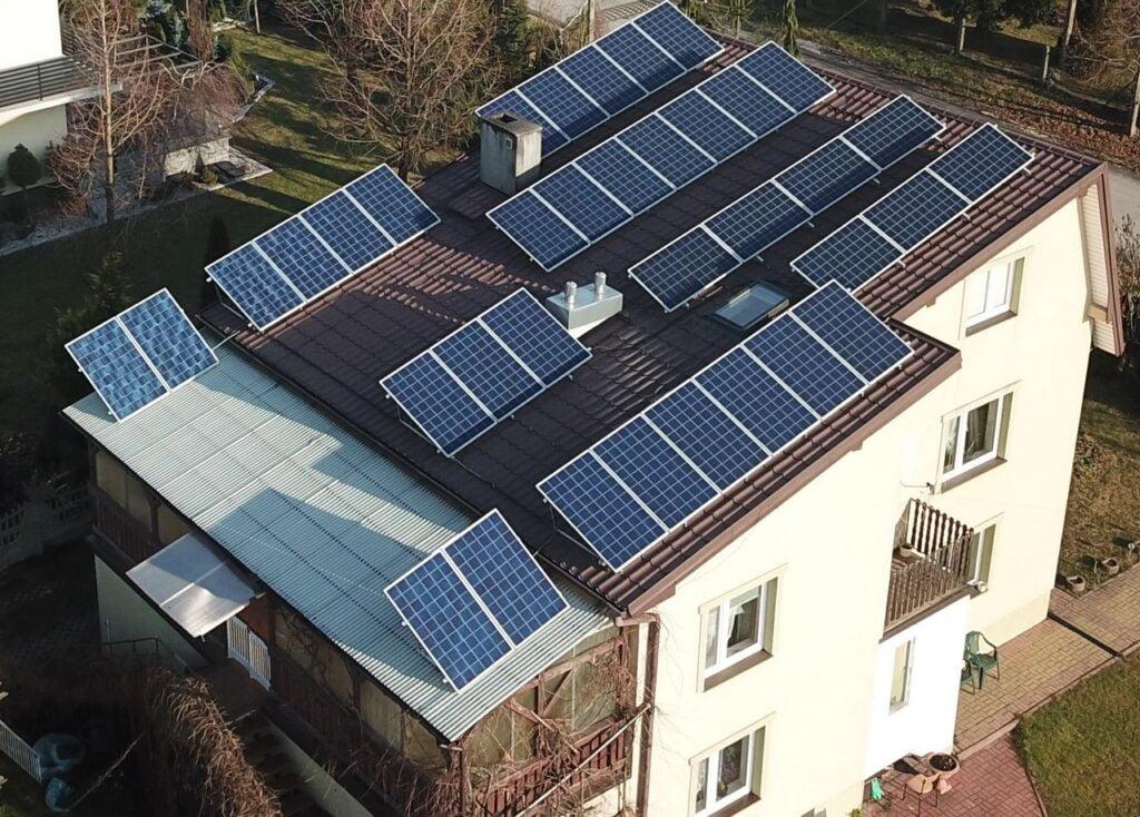 ile-energii-wyprodukuje-instalacja-fotowoltaiczna-w-wojewodztwie-swietokrzyskim